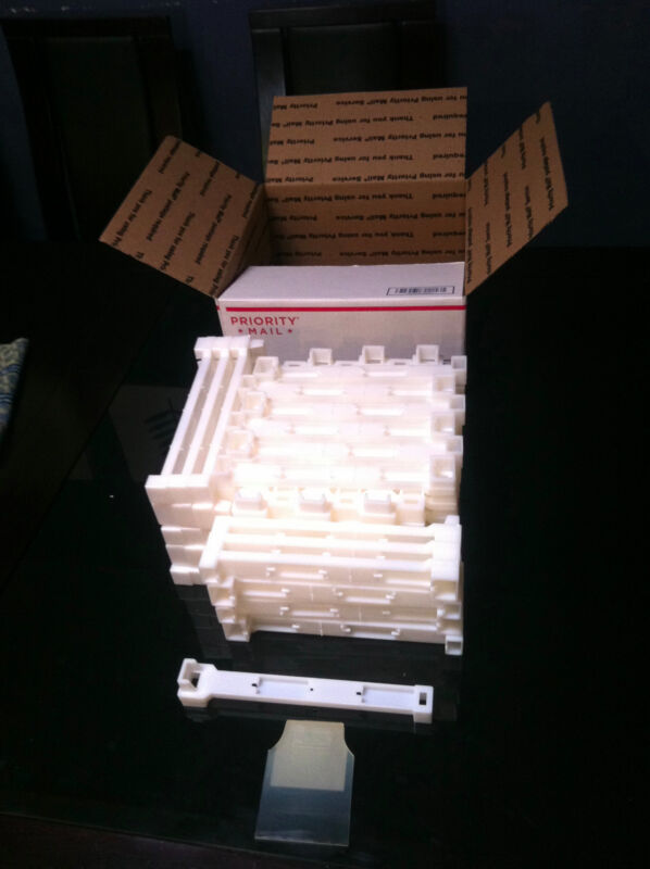"""Bee frames Ends Deep  9 1/8"""" Plastic 100 pc Made in U.S.A."""