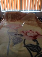 Queen size bed blanket Merrimac Gold Coast City Preview