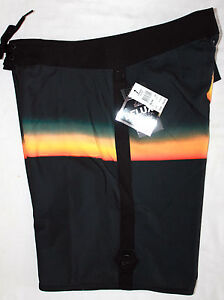 Mens QUIKSILVER Perils Stretch Boardies Board Shorts,Size 32. NWT.RRP$69.99