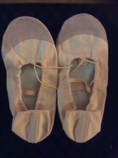 ADULT PINK CANVAS BALLET SHOES SIZE 41 ( about size 9). WIDER FITTING