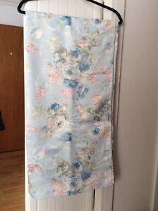 Très grande nappe 60X120 Po. , neuve , polyester et Cotton