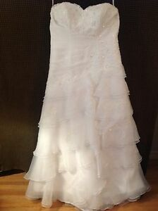 Alfred Angelo Wedding Dress. Ivory. Size 16W