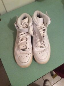 White Nike Air Force One Size 10 (50$)