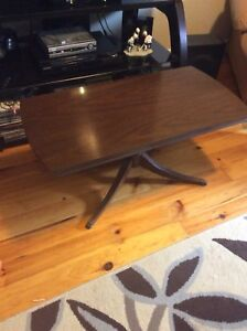 Retro claw foot coffee table. Measures 35 x 17