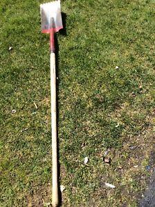 Shingle removing shovel