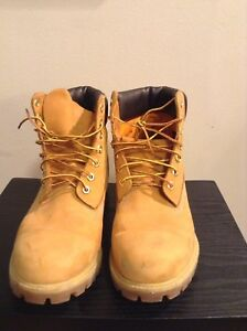 HOT DEAL!! CLASSIC LOOK! Size 11 men's Timberland boots