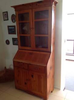 Rustic Cottage Bureau/Display cabinet