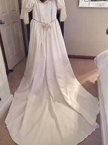 Wedding Dress Ivory Satin Size 12 Fulham Gardens Charles Sturt Area Preview