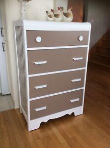 Gorgeous vintage dresser. Firm price. I don't deliver