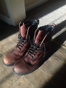 Work boots Sz 10 CSA approved