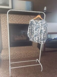 Metal Hanging unit for clothes