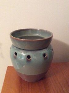 Mid-size Scentsy warmer