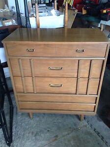 Beautiful 4 drawer dresser mid century 1960 era