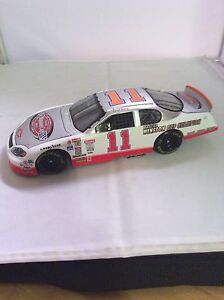 Diecast Racing Car Darrell Waltrip 1:24 #11 The Victory Lane