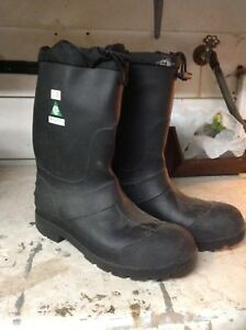 Size 12 CSA steel toed rubber boots -never worn