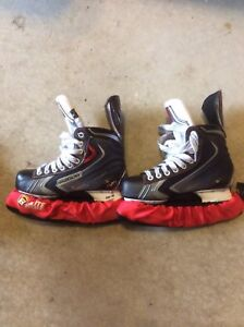 Youth hockey skate size 5EE, men's shoe size 6