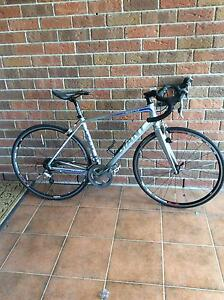 Medium sized giant road bike Singleton Singleton Area Preview