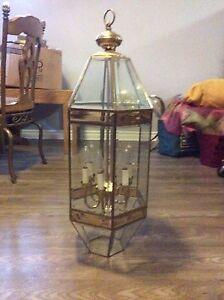 Hanging light fixture / Lampe d'entrée