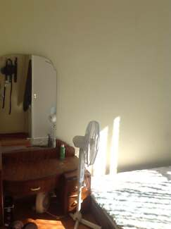 Private room in a share house. Coburg near Morelad train st.