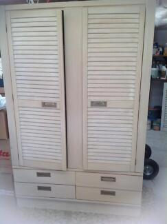 Wardrobe with  4 Drawers at the base Labrador Gold Coast City Preview