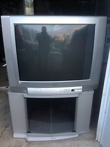 "32"" Toshiba tv/ Matching Stand/Remote"