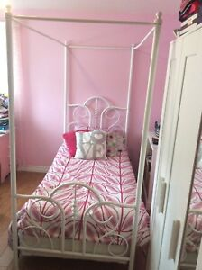 Twin girls bed