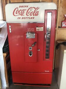 Old COCA COLA machine - in Fort Frances