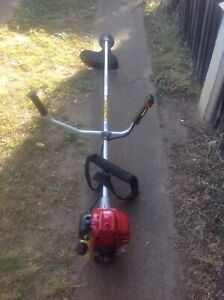 HONDA GX25 FOUR STROKE WHIPPER SNIPPER STRAIGHT GREAT CONDITION