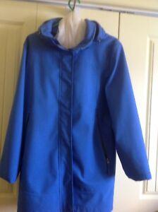 Manteau de printemps  grandeur large pour femme  45$