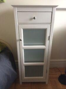 Petite armoire blanche
