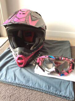 Fox pilot V2 helmet