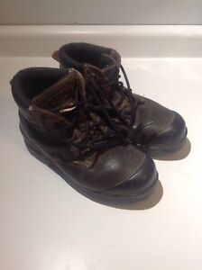 Safety boots metal free and certified (size 7)