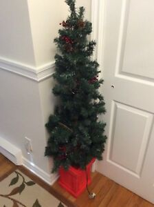 Five feet tall Pre lit Christmas tree for 35