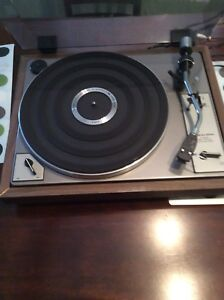 Realistic R-8010 Turntable