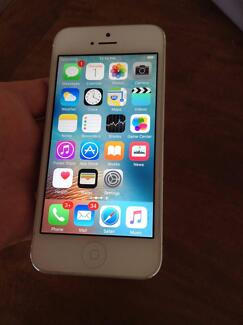 Apple iPhone 5 - 16GB - White and Silver Smartphone