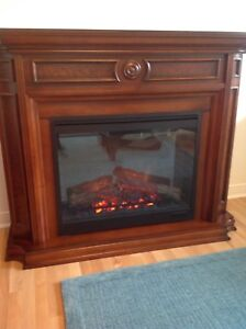 Electric fireplace with classic design