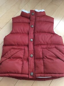 Gymboree never worn boys rust coloured vest size 5/6