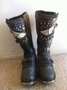 adult boots & leatt armour Metford Maitland Area Preview