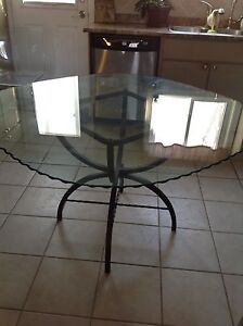 GLASS TABLE WITH FOUR LEATHER CHAIRS