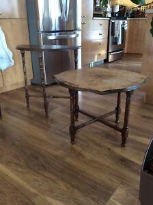 2 tables une demi lune et une à café antique