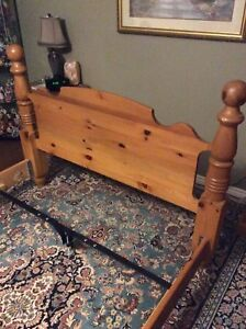 Pine '4 - Post' Bed Frame —> Queen size