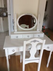 Gorgeous vanity refurbished.Firm price. I don't deliver