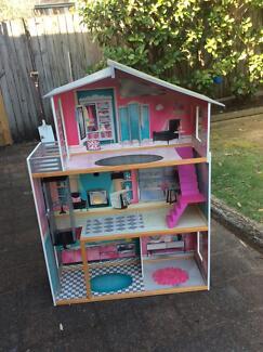 Doll house - Barbie size - pickup Terrey Hills