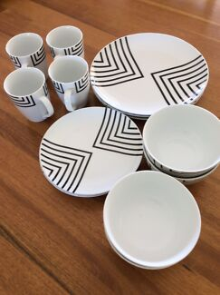 16 piece porcelain dinner set Benalla Benalla Area Preview
