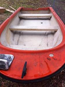 FIBREGLASS RUN A BOUT AND MOTOR NOW REDUCED TO $500.00 North Maclean Logan Area Preview