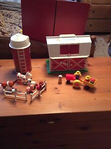 Vintage Fisher Price Little People Barn and Silo set