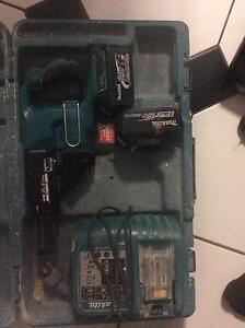 Brand new collated screw gun with used batteries,charger and case Hoppers Crossing Wyndham Area Preview