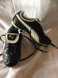 Puma children's leather size uk 13 soccer boots Wedderburn Campbelltown Area Preview