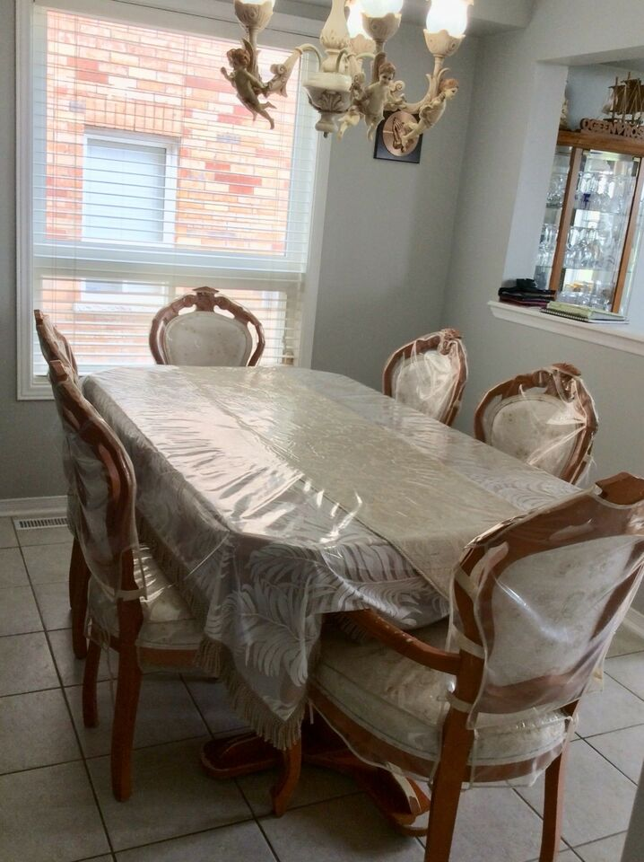 Table and chair | Dining Tables & Sets | City of Toronto | Kijiji