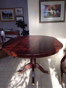 Table , set , ensemble de salle à manger en acajou d'amérique